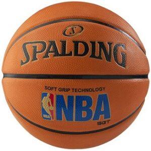 Lopta za košarku akcija